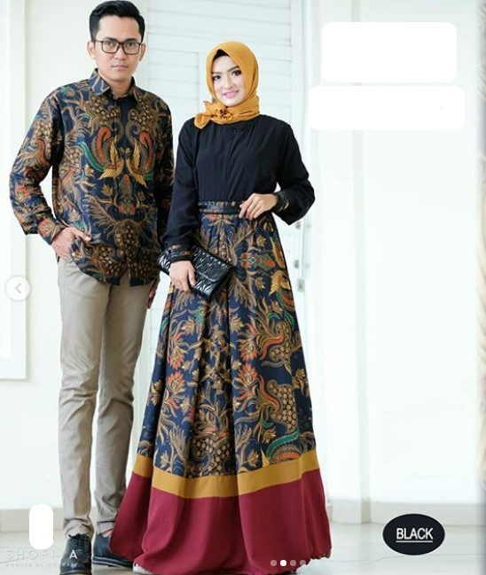 Model-Baju-Gamis-Batik-Kombinasi-Kain-Polos-Satin-Simple-Warna-Hitam.jpg