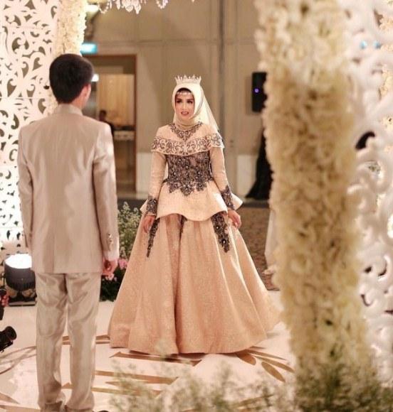 Bentuk Gaun Pengantin Muslimah Warna Merah Marun 0gdr 60 Gaun Pengantin Muslimah Edisi Terbaru 2019