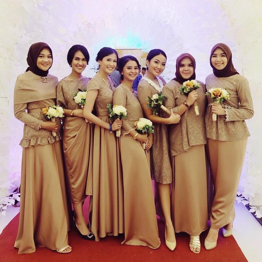 Bentuk Gaun Pengantin Muslimah Warna Merah Marun Drdp 19 Seragam Bridesmaids Terbaik Yang Bisa Ditiru Elegan Ban