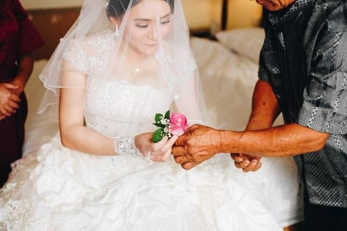 Bentuk Gaun Pesta Pengantin Muslim Dwdk Wedding Od Lie Bun Hoa Dan Meliana by Michelle Bridal