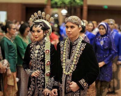 Design Gaun Pengantin Muslimah Adat Jawa Nkde 5 Inspirasi Baju Pengantin Adat Jawa Hijab Modern Ini Sangat