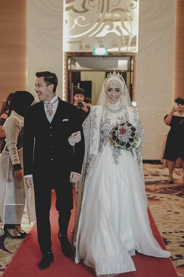 Gaun Pengantin Cantik Berhijab Beautiful so Inspiring Ide Gaun Pengantin Muslimah A La 5 Selebriti