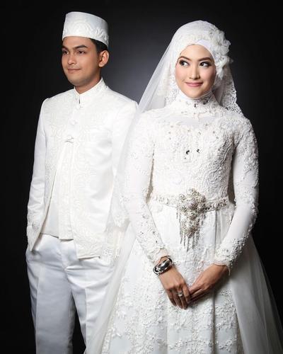 Gaun Pengantin Cantik Berhijab Luxury Ini Dia Gaun Putih Pernikahan Selebriti Berhijab Yang Anggun