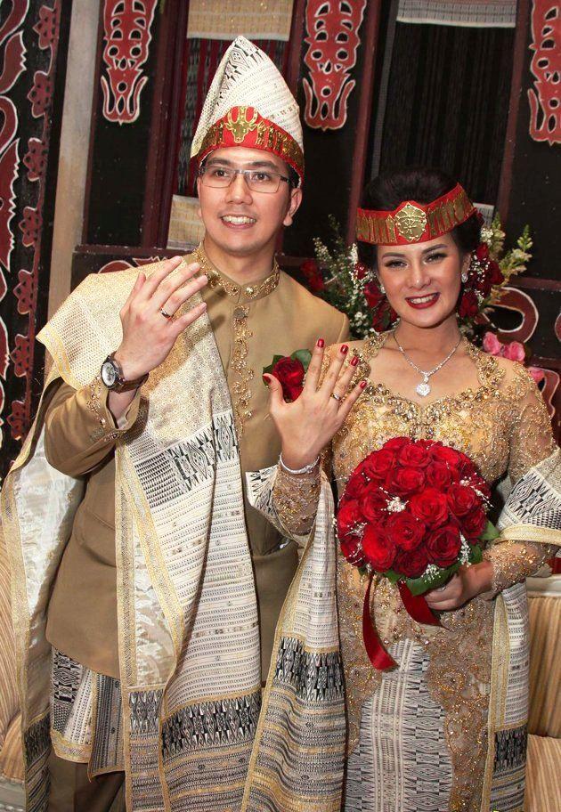 Gaun Pengantin Muslimah Modern Warna Gold Best Of 15 Busana Adat Batak