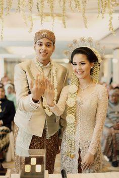 Gaun Pengantin Muslimah Modern Warna Gold New 80 Best Gaun Pengantin Images In 2019