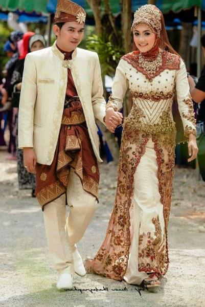 Inspirasi Gaun Pengantin Adat Jawa Muslim Tqd3 Jenis Pakaian Adat Jawa Timur Pesa An Madura Model Baju