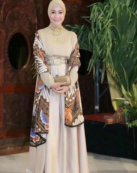 Inspirasi Gaun Pesta Pengantin Muslimah D0dg Gaun Pesta Muslim Batik Sarimbit Desain Model Baju