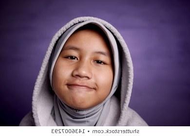Model Baju Pengantin Modern Muslim J7do Snmky Stock Fotografie A Vektory Na Téma Muslim Girls