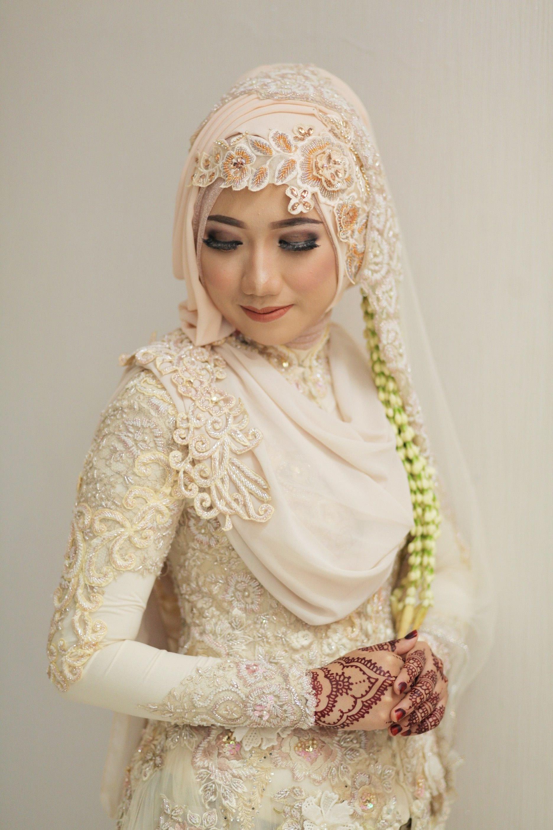 Model Gaun Pengiring Pengantin Muslim Dwdk Awalia Nofitasari Awalianofitasar On Pinterest