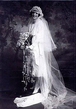 Bentuk Bridesmaid Dress Hijab Q0d4 فستان الزفاف ويكيبيديا