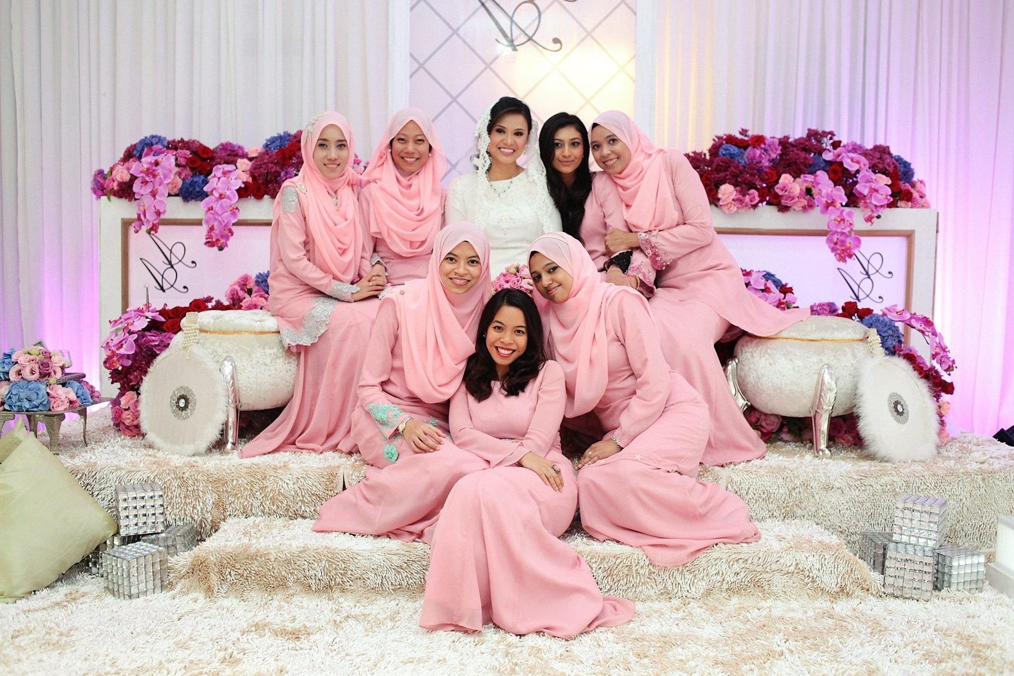 Bentuk Bridesmaid Hijab Pink J7do Malay Wedding the Bride & the Bridesmaids In Pastel Pink