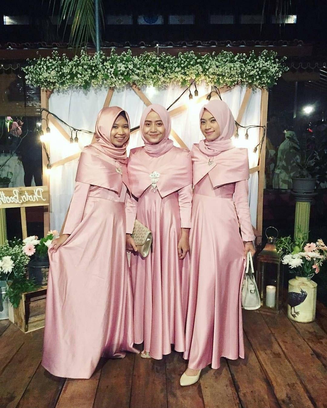 Bentuk Bridesmaid Hijab Pink S1du Pin by Sri Widati Resiningrum soecipto soeryopoetro On Baju2