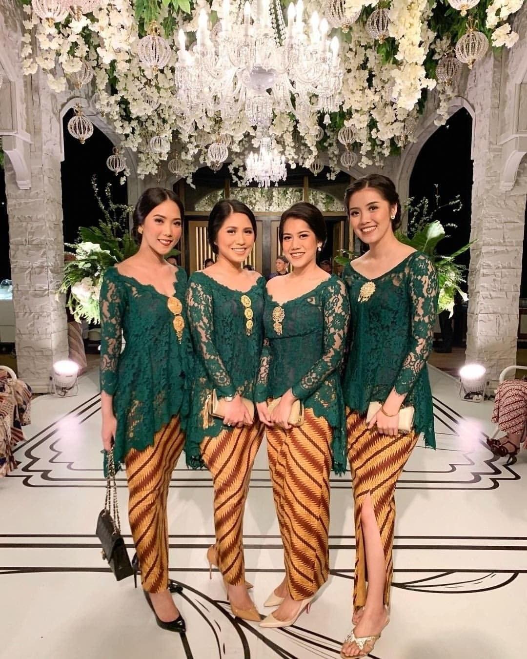 Bentuk Gamis Batik Seragam Pernikahan Bqdd 7 Ide Seragam Bridesmaid Yang Bisa Kamu Contek Mulai Dari
