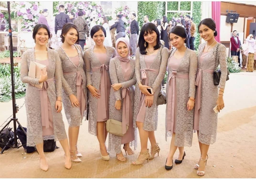Bentuk Gamis Batik Seragam Pernikahan Q5df 7 Ide Seragam Bridesmaid Yang Bisa Kamu Contek Mulai Dari