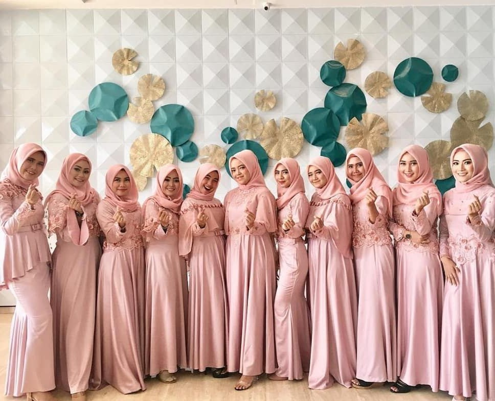 Bentuk Inspirasi Bridesmaid Hijab Rldj Rafika Devi Rafikawintersonata On Pinterest
