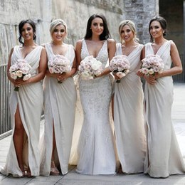 Design Ootd Bridesmaid Hijab T8dj Cheap Vintage Bridesmaid Dress Charming Y Country Mermaid Maid Of Honor Gowns V Neck High Split Beach Wedding Guest Gowns
