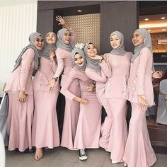 Inspirasi Model Baju Bridesmaid Hijab 2018 T8dj 17 Best Group Images In 2019