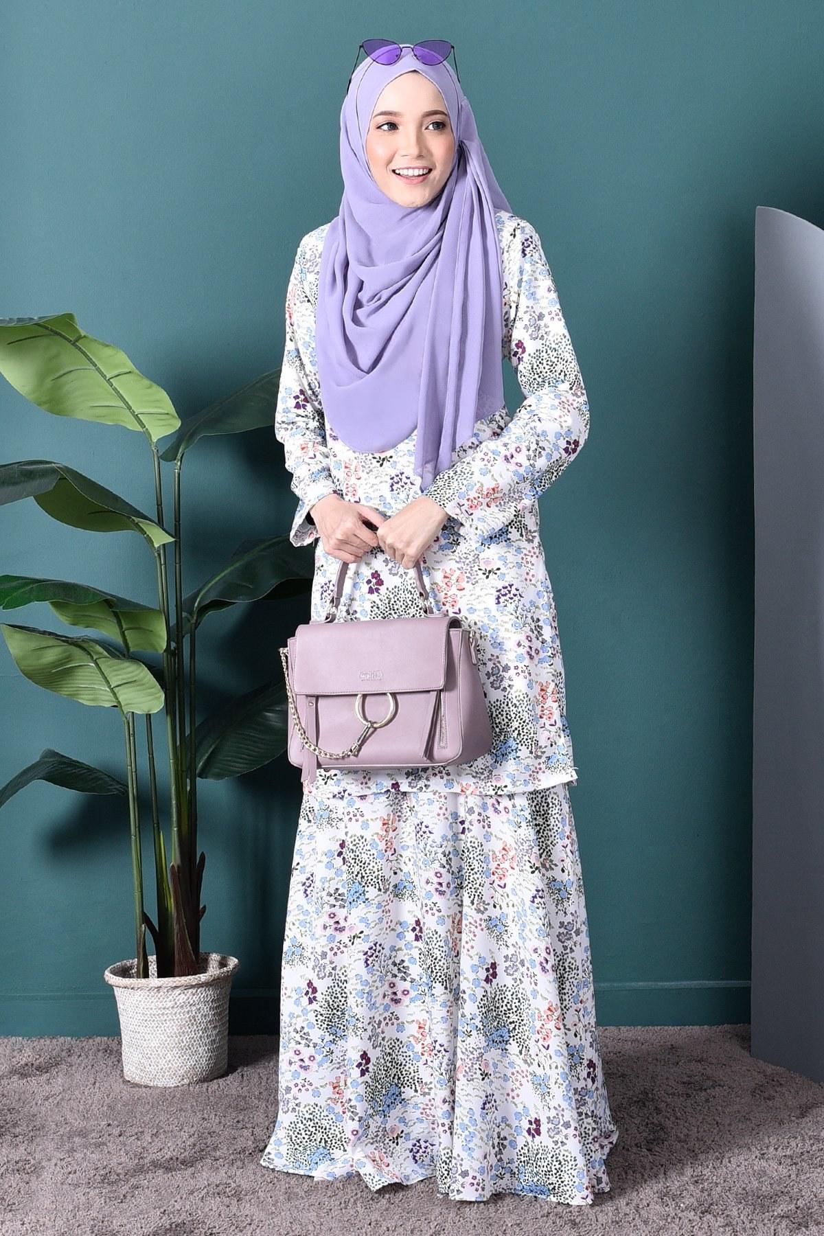 Model Bridesmaid Hijab Batik Budm Baju Kurung Agnes – Cotton White – Muslimahclothing