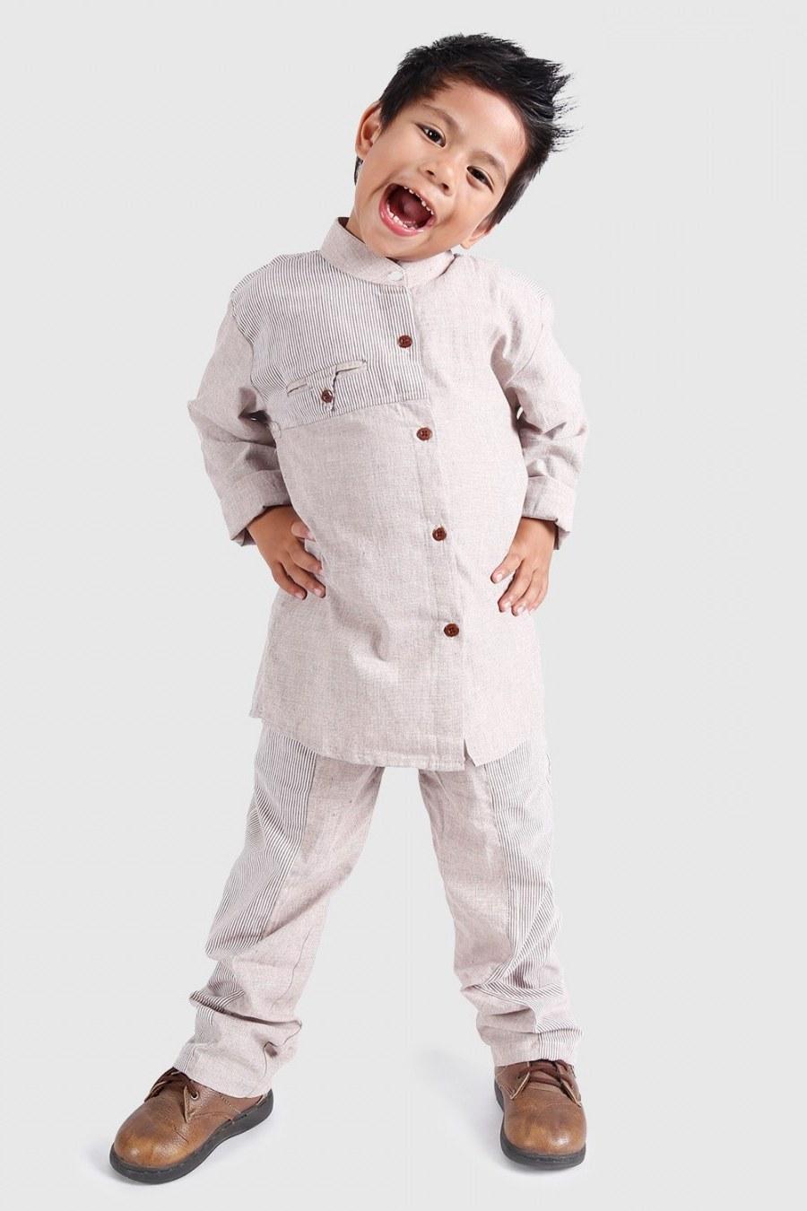 Bentuk Baju Lebaran Anak Lelaki Xtd6 27 Trend Design Baju Raya 2020 Lelaki Dan Wanita Terkini