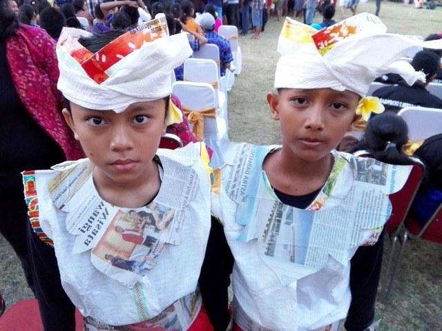 Bentuk Baju Lebaran Dari Karung Beras Ipdd Begini Meriahnya Festival Anak Yang Penuh Sampah