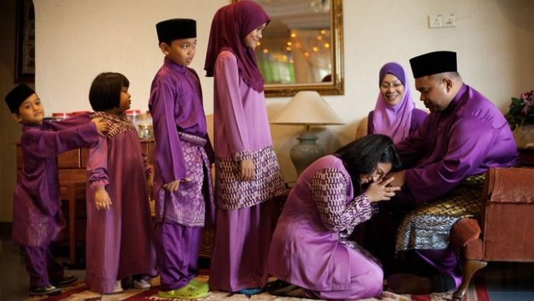 Bentuk Baju Lebaran Idul Adha Tqd3 Ini Hukum Memakai Baju Baru Saat Hari Raya Idul Fitri