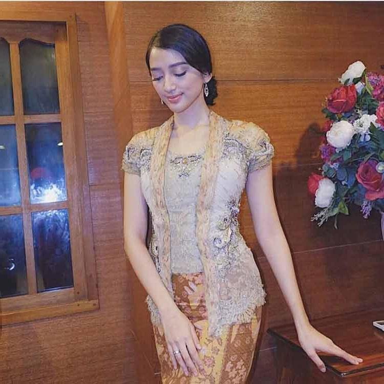 Bentuk Baju Lebaran Remaja Dwdk 30 Model Kebaya Modern Terbaru Inspirasi Remaja Gambar