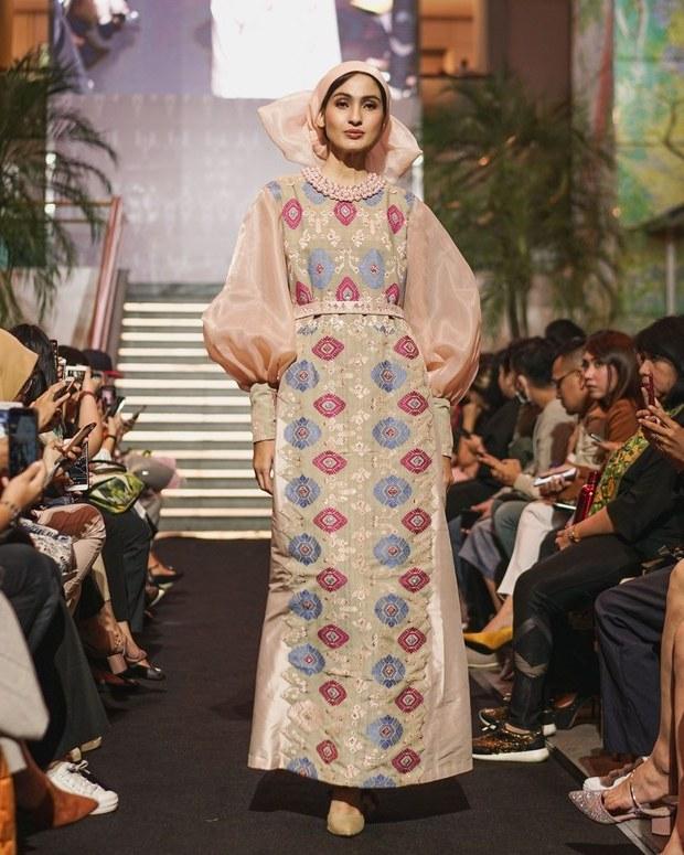 Bentuk Koleksi Baju Lebaran 2019 Whdr Di T Maulana Angkat Keindahan songket Bali Untuk Baju
