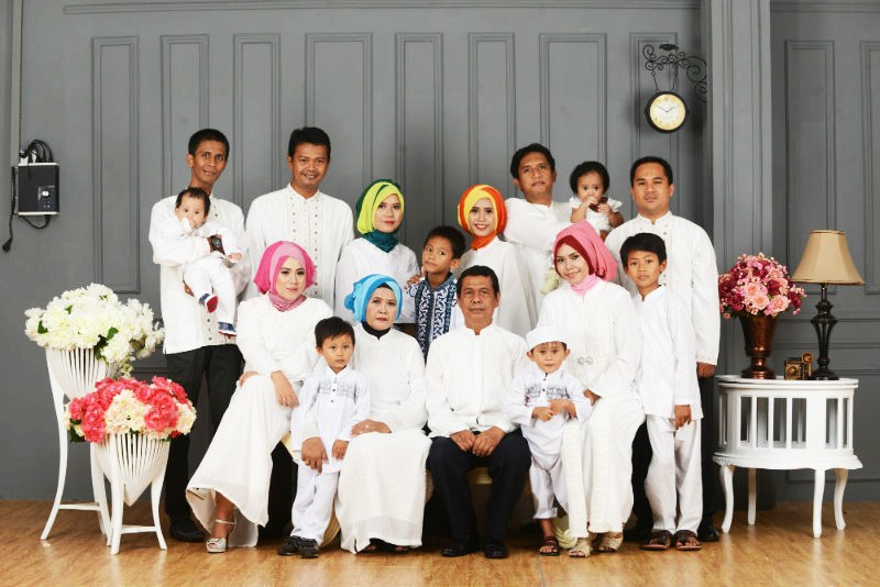 Bentuk Referensi Baju Lebaran Keluarga T8dj Contoh Foto Studio Keluarga Besar Detil Gambar Line