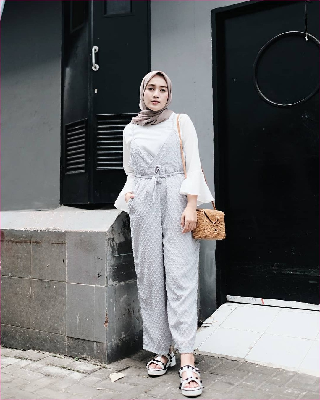 Design Baju Lebaran Ala Selebgram Thdr 17 Gaya Outfit Baju Jumpsuit Berhijab Ala Selebgram 2019