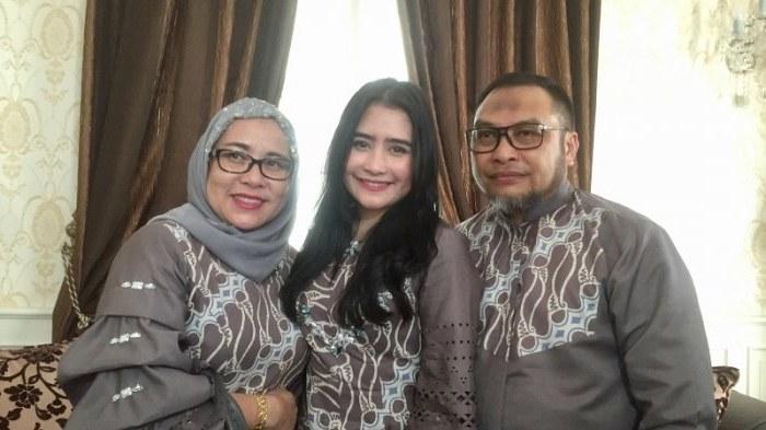 Design Baju Lebaran Prilly Latuconsina Dddy Busana Lebaran Keluarga Prilly Latuconsina Dirancang