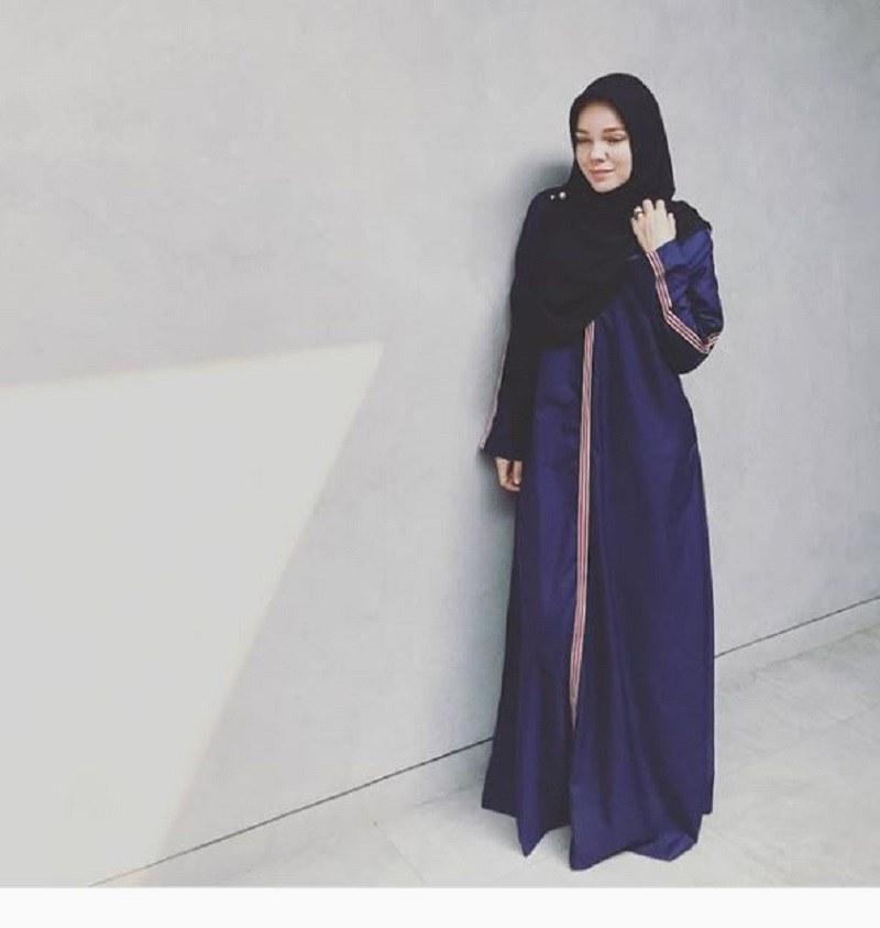 Design Fashion Muslimah Kekinian Ftd8 Gaya Hijab Dewi Sandra Inspirasi Untuk Muslimah Kekinian