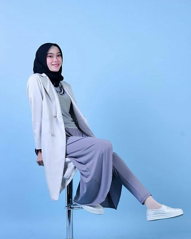 Design Model Baju Lebaran Muslim 2018 Zwdg 20 Trend Model Baju Muslim Lebaran 2018 Casual Simple Dan