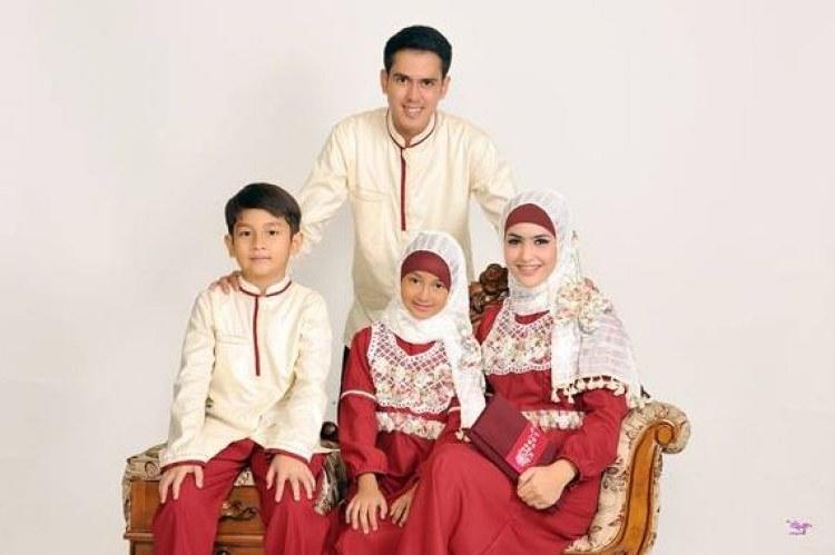 Design Poto Baju Lebaran Jxdu 17 Desain Seragam Keluarga Yang Sederhana Namun Tetap Elegan