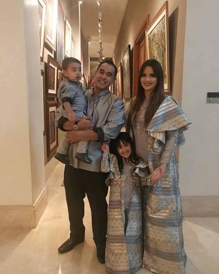 Ide Baju Lebaran 2018 Keluarga 3id6 15 Baju Lebaran Keluarga Artis Terkenal Di Indonesia