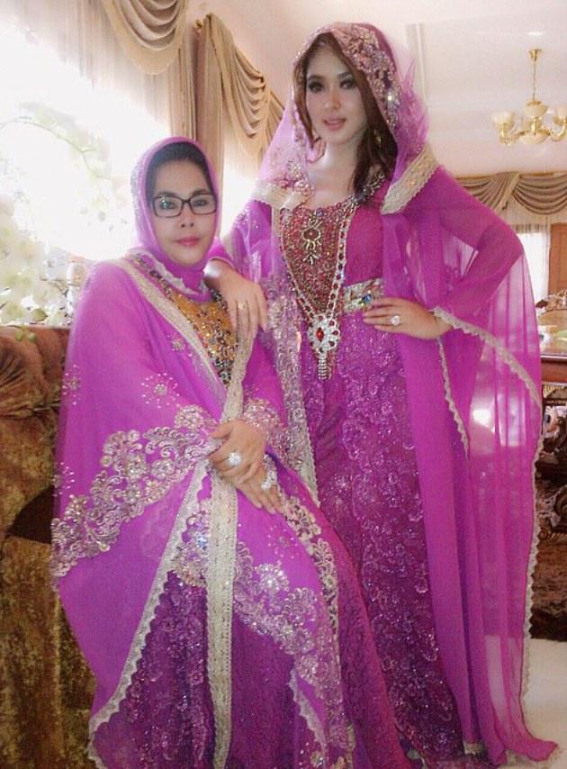 Ide Baju Lebaran Syahrini 4pde Trend Busana Ramadhan Terbaru Syahrini Bak Jubah Putri