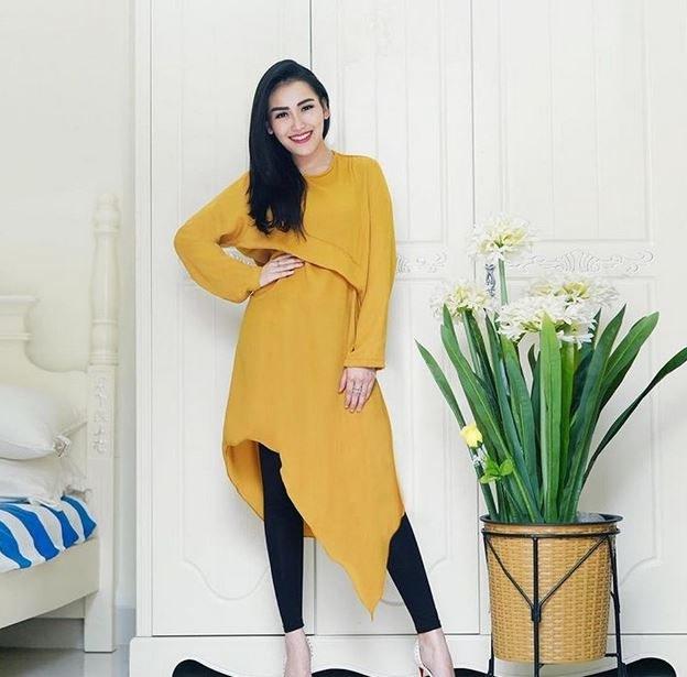 Inspirasi Baju Lebaran Ayu Ting Ting 2018 Fmdf 10 Fashion Ayu Ting Ting Di Luar Panggung Jauh Dari Kesan