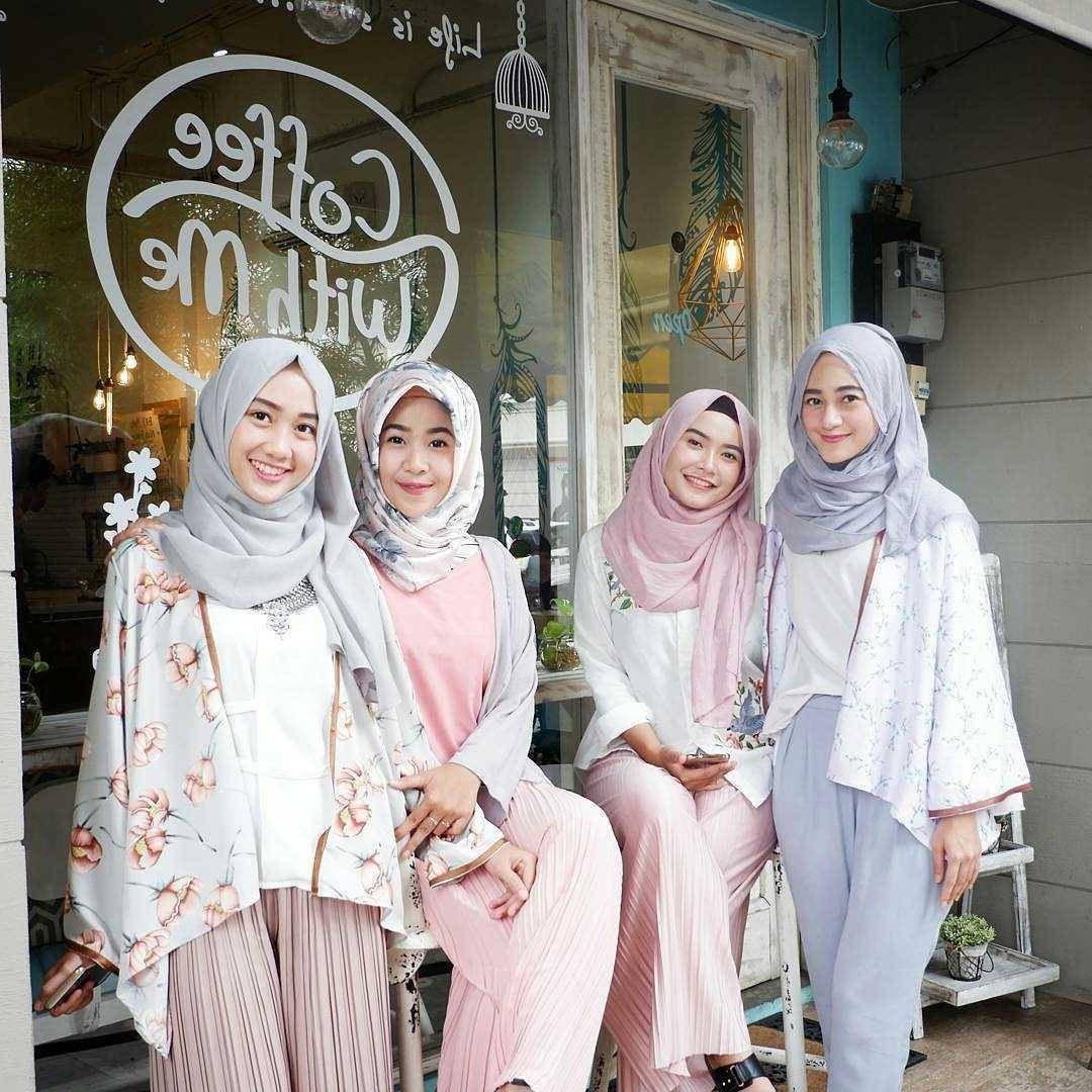 Inspirasi Baju Lebaran Ibu 2018 Rldj 17 Model Baju atasan Muslim 2018 original Desain Trendy