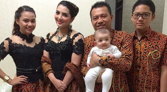 Inspirasi Baju Lebaran Keluarga Anang ashanty D0dg Baju Kebaya Kembar ashanty Aurel Hermansyah Model Serimbit