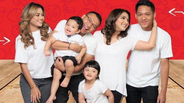 Inspirasi Baju Lebaran Keluarga Anang ashanty Ftd8 Kompak Pakai Busana Hijau Untuk Lebaran Intip Tradisi