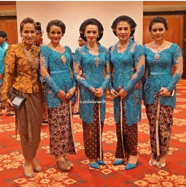 Inspirasi Baju Lebaran Keluarga Warna Biru Dddy Seragam Keluarga Pengantin Warna Biru Di 2019