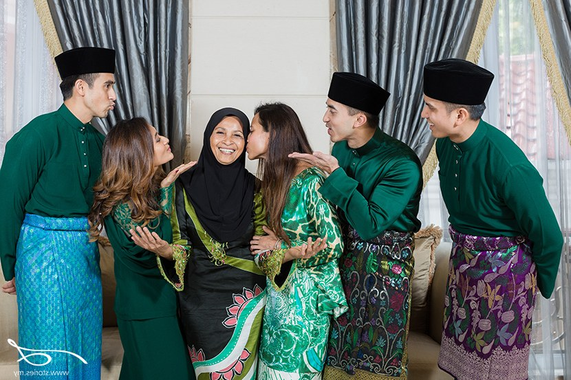 Inspirasi Baju Lebaran Keluarga Warna Biru Txdf Pilihan Warna Baju Muslim Agar Foto Keluarga Tampak Cantik