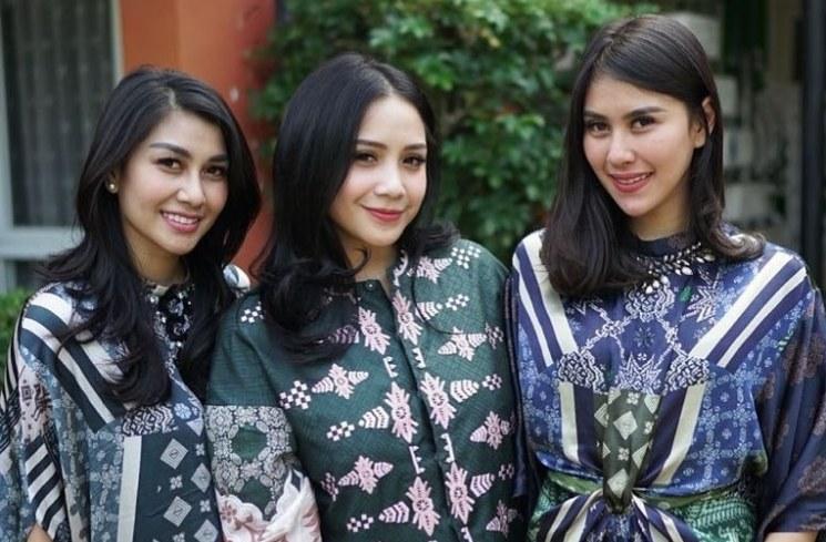 Inspirasi Baju Lebaran Nagita Slavina 2018 Dddy 6 Potret Kompak Keluarga Artis Pakai Baju Kembaran Saat