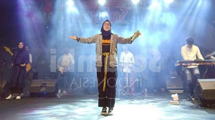 Inspirasi Baju Lebaran Nissa Sabyan Rldj Gaya Baju Nissa Sabyan Jadi Model Busana Lebaran Paling