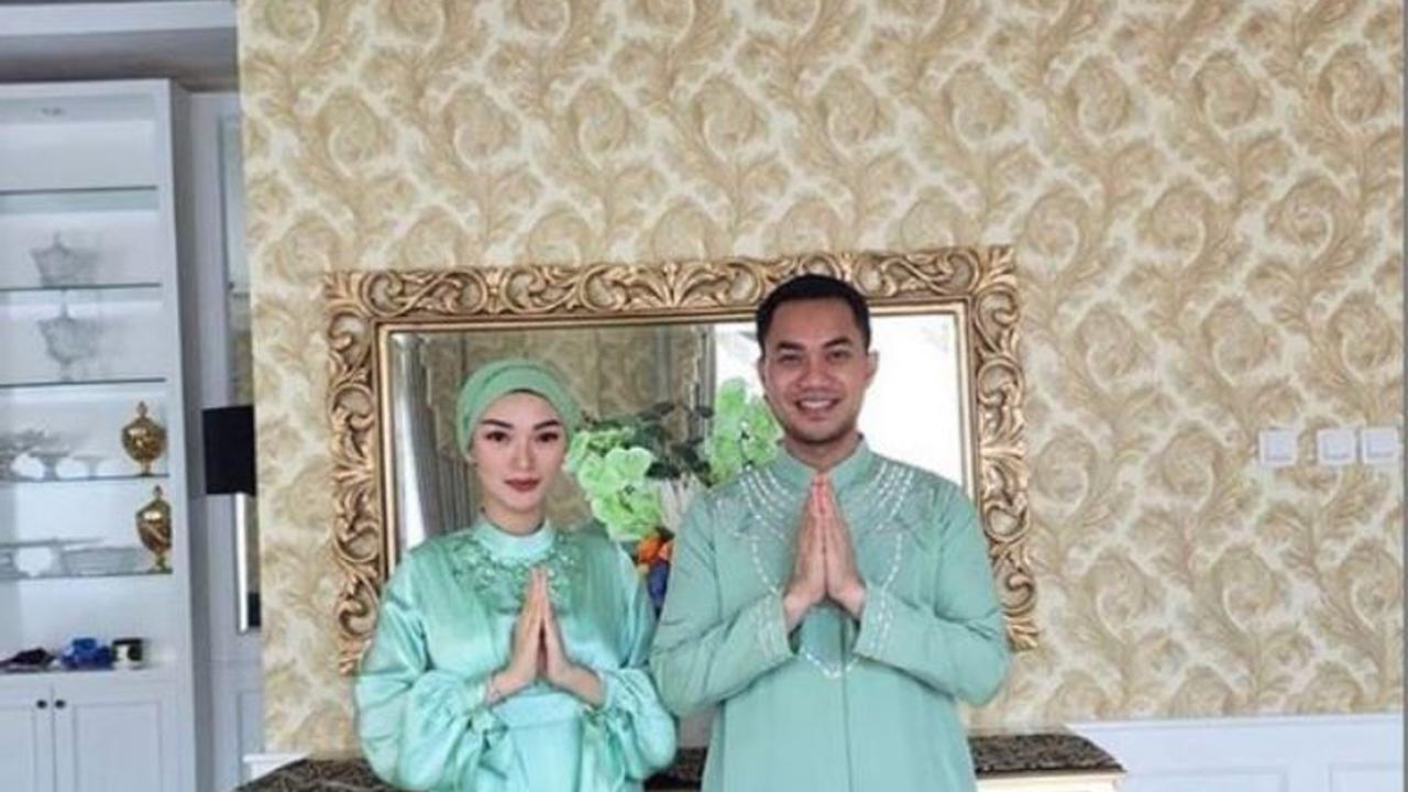Inspirasi Baju Lebaran Pasangan Suami istri U3dh Sah Jadi Pasangan Suami istri Begini Potret 5 Artis