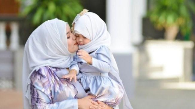 Inspirasi Inspirasi Baju Lebaran 2020 Mndw Kompak Ini Inspirasi Baju Lebaran Kembar Bareng Anak