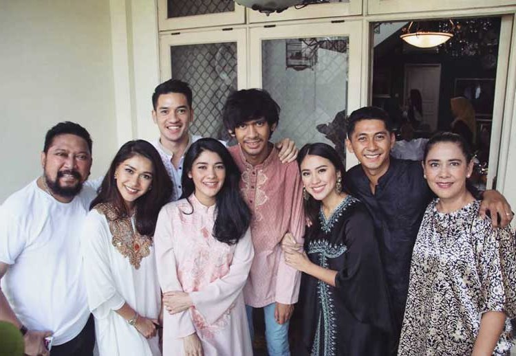 Inspirasi Inspirasi Baju Lebaran Keluarga 2018 Dddy 15 Baju Lebaran Keluarga Artis Terkenal Di Indonesia