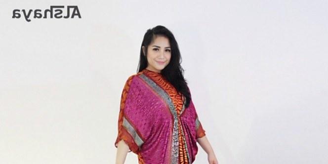 Inspirasi Model Baju Lebaran Nagita Slavina Xtd6 Nagita Slavina Nyaman Dengan Baju Kaftan
