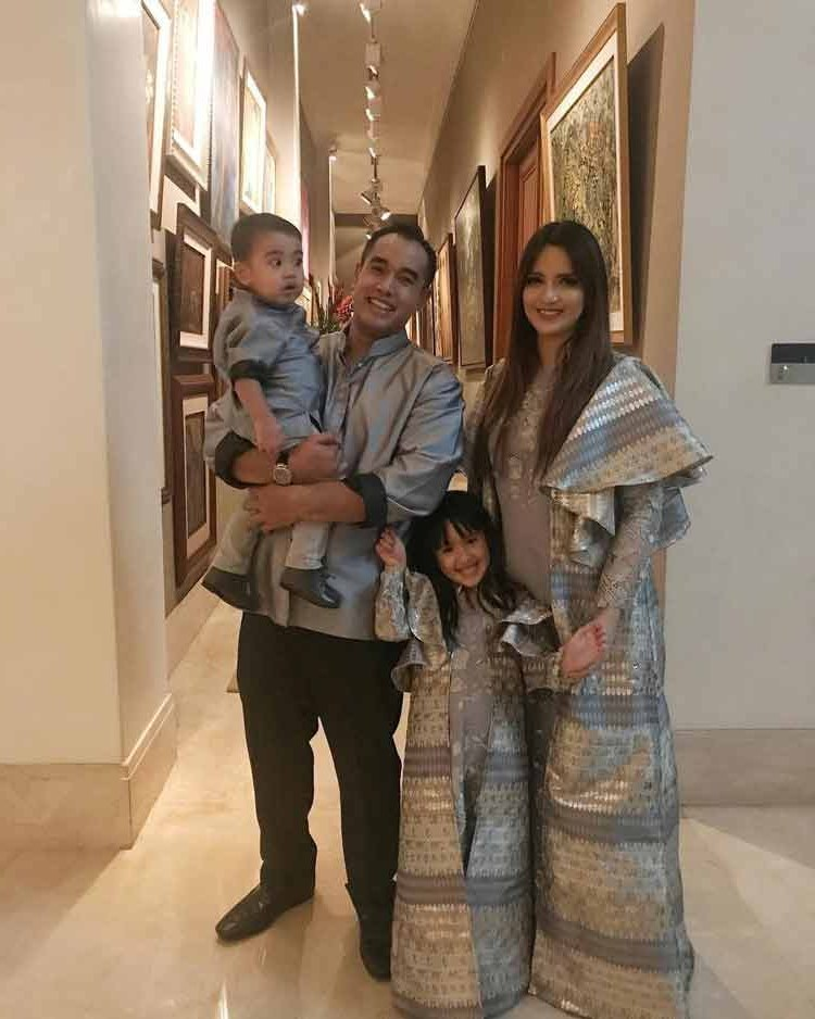 Inspirasi Model Baju Lebaran Untuk Keluarga D0dg 15 Baju Lebaran Keluarga Artis Terkenal Di Indonesia