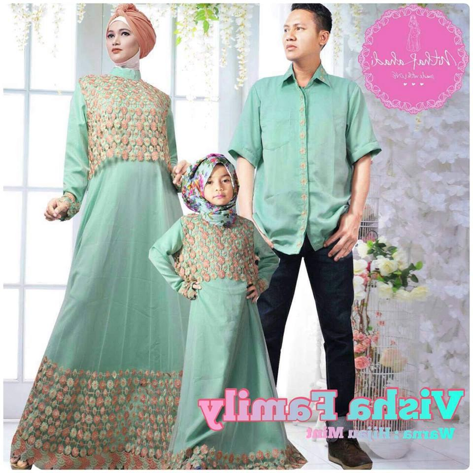 Model Baju Lebaran Keluarga 2019 S5d8 15 Contoh Baju Seragam Lebaran Keluarga Inspirasi top