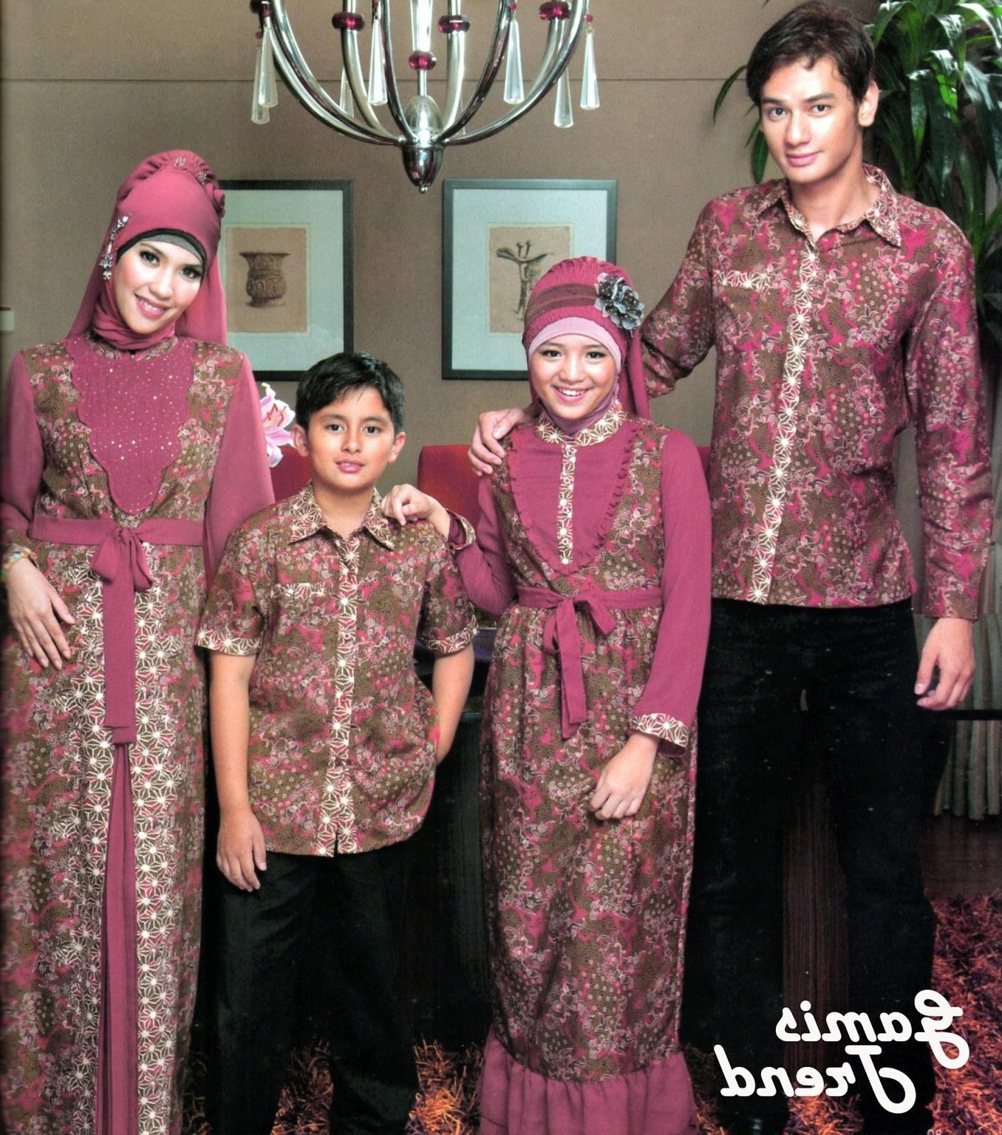 Model Baju Lebaran Keluarga Batik 0gdr Model Terbaik Baju Batik Keluarga Muslim Untuk Lebaran